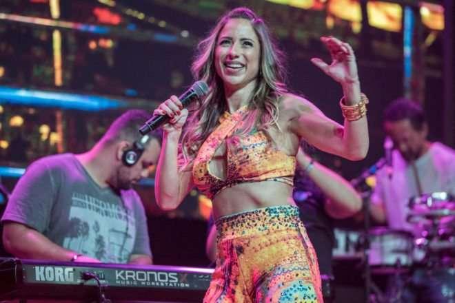 Foto de A cantora Luana Monalisa lançou na madrugada desse sábado, a sua nova turnê.