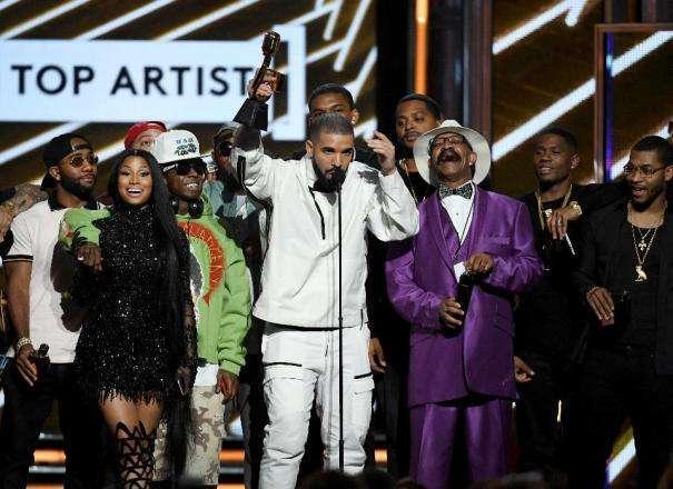 Foto de Drake quebra recorde com treze prêmios no Billboard Music Awards 2017