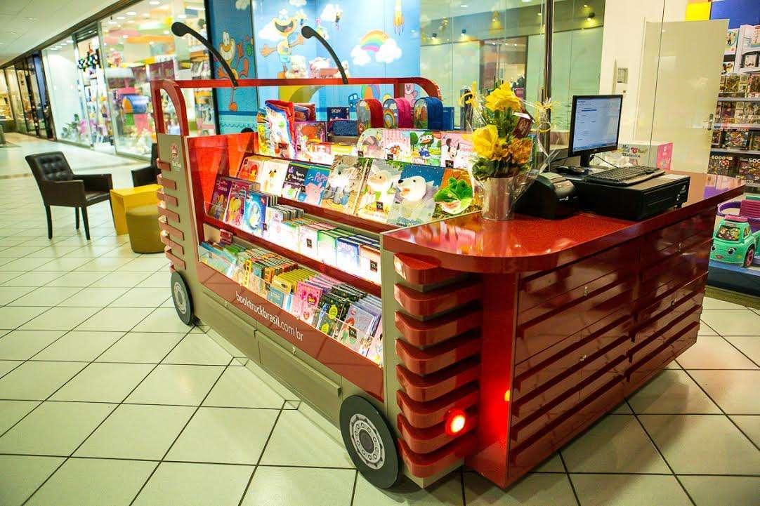 Foto de Book Truck inaugura no Floripa Shopping com a presença do cachorro Darci