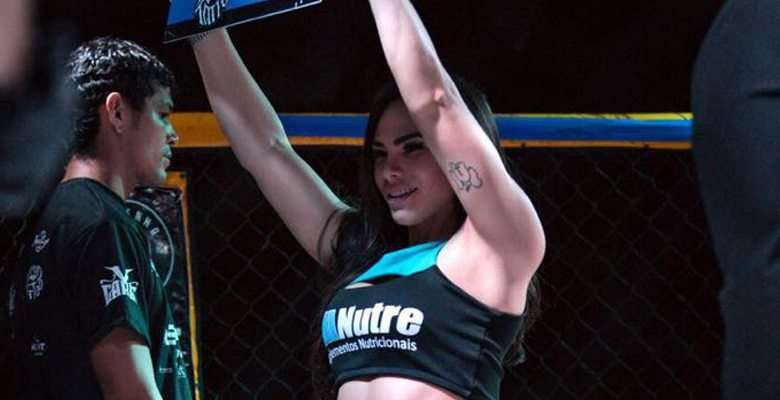 Rayssa mello é ring girl oficial do maior evento de MMA do Brasil