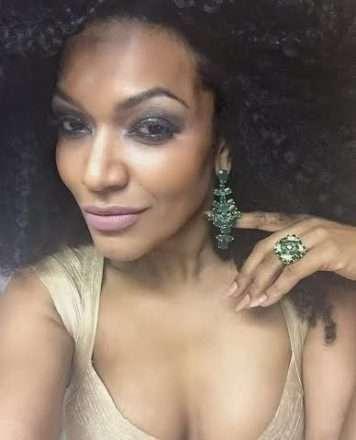 Foto de Simone Sampaio é coroada Rainha do Sarau e é presenteada com jóias avaliadas em 17 mil reais