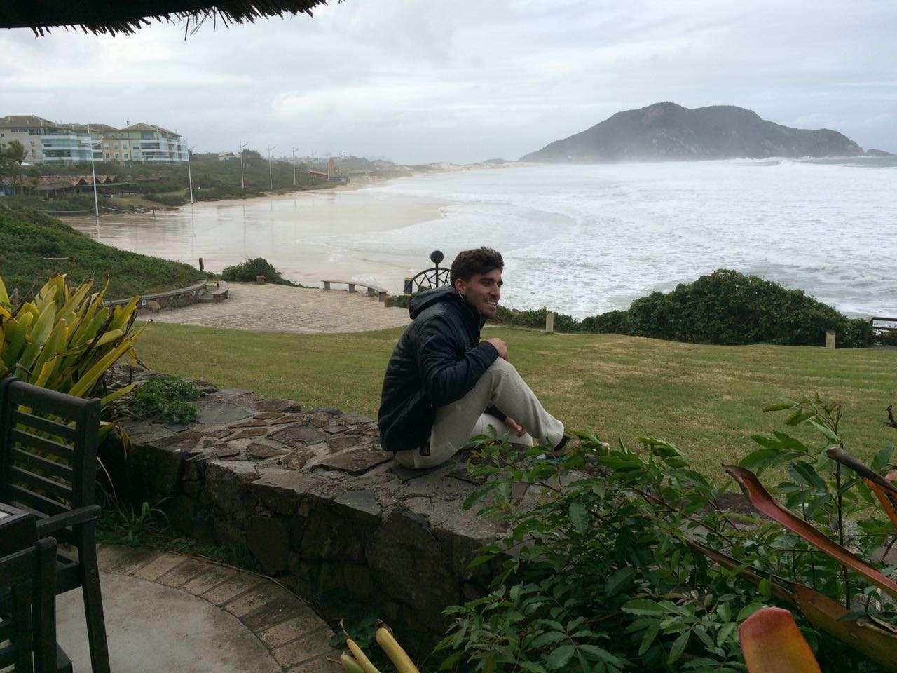 Foto de Ator e digital influencer Guilherme Leonel curte folga em Resort de Florianópolis