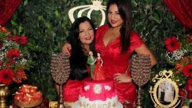Foto de A atriz Desirée Oliveira surpreende a mãe com big festa surpresa no Rio de Janeiro