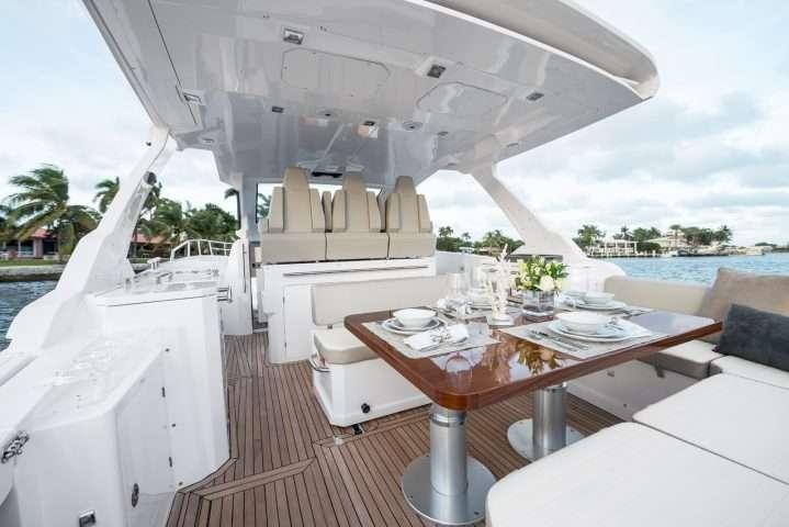Azimut-Yachts-VERVE-40-Cockpit-Im.-03--e1513908895780 Title category