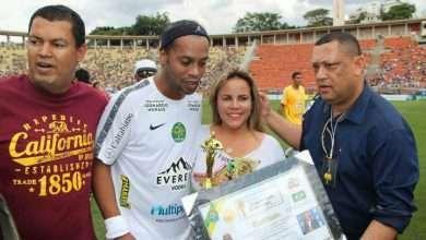 Foto de Ronaldinho Gaúcho recebe homenagem