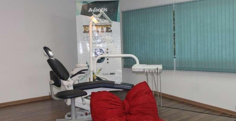 Os formandos ganharam essa cadeira odontológica - Divulgação