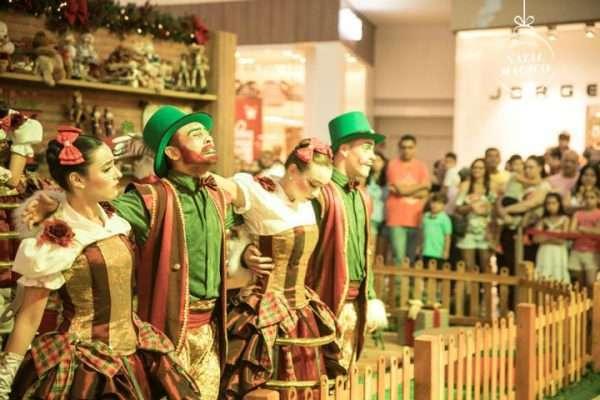 Espetáculo de Natal encantam adultos