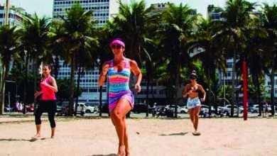 Foto de Calorias – Blogueira ensina exercícios na praia para queimar a rabanada do natal