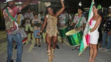Foto de Ysa Santos é coroada rainha de bateria da Unidos de Manguinhos