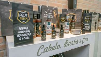Foto de Henrique Fogaça, Mauricio Meirelles e outros humoristas prestigiam evento em barbearia de SP