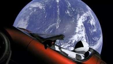 Foto de Carro Tesla Roadster é lançado ao espaço no superfoguete