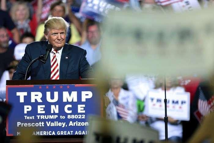 Campanha de Donald Trump usou informações de usuários do Facebook obtidas de forma ilegal para direcionar eleitores.
