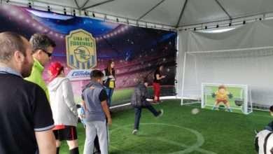 Foto de A Copa nem começou e a troca de figurinhas já virou febre e diversão entre as famílias