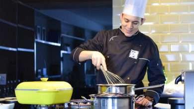 Foto de Já pensou em um Chefde cozinha na sua casa, preparando suas receitas favoritas?