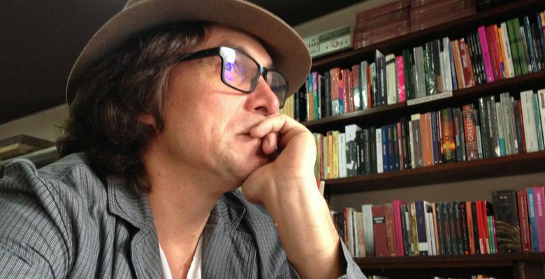 joel gehlen, livro, lancamento, escritor, joinville, jornalista, poesias, corpo, espinha,