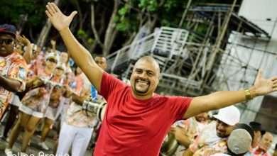 Foto de Mestre Dinho Santos  Permanece  à Frente da Bateria da Renascer