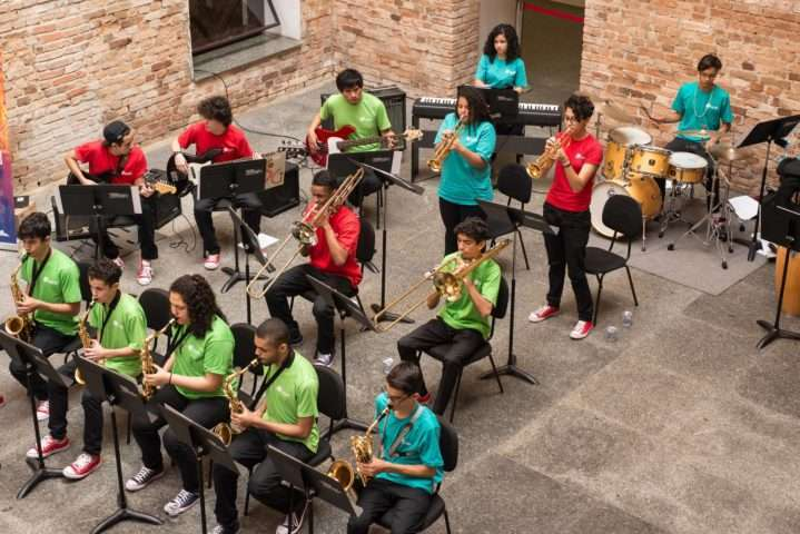 Big Band Infanto-Juvenil do Guri traz repertório com grandes nomes do jazz – Foto: Andréia Machado.