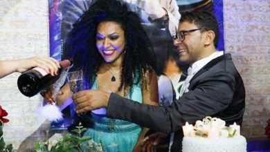 Foto de Paulinho Galileu dança valsa de aniversário com Simone Sampaio