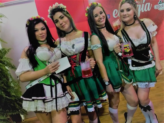 Flávia Luiza, Silvia Dias,  Daniela Savi e Patrícia Maia na Oktoberfest Blumenau na Bela e Santa Catarina - Foto Marcos Morrone