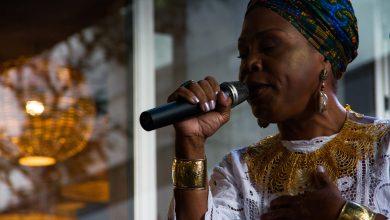 Foto de Nega Duda canta clássicos de Clementina de Jesus no Programa Tardes Musicais