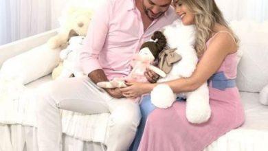 Foto de Thaeme anuncia nome da bebê e faz enxoval em Orlando