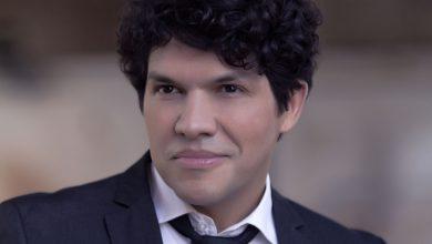 """Foto de Alexandre Arez canta clássicos latinos de """"Luís Miguel"""" no Blue Note Rio"""