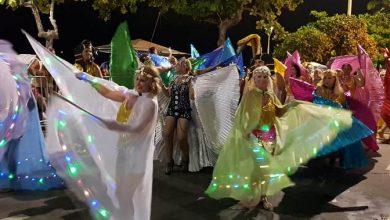 Foto de Balneário Camboriú, na bela Santa Catarina, agita suas noites comcarnaval de rua