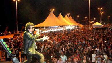 Foto de J. Peron revive Raul Seixas no palco no aniversário de 30 anos de sua morte