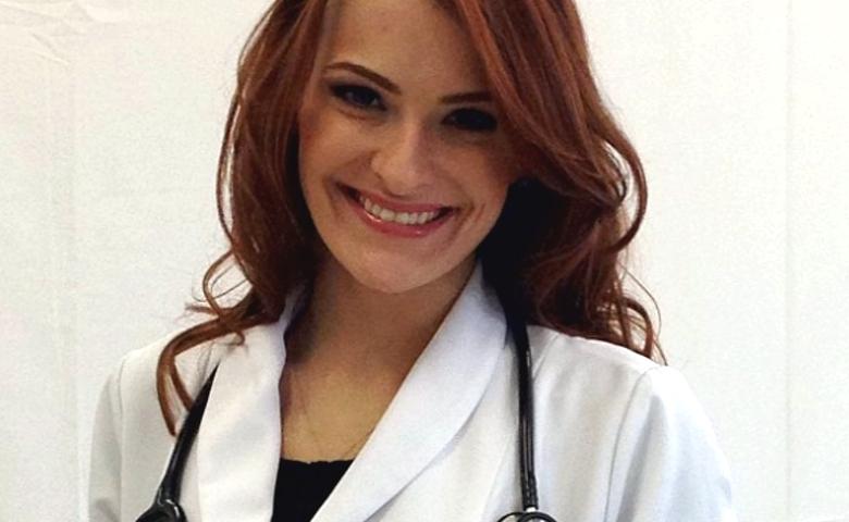 A doutora Paula Landi é especializada em medicina estética e técnicas de rejuvenescimento facial
