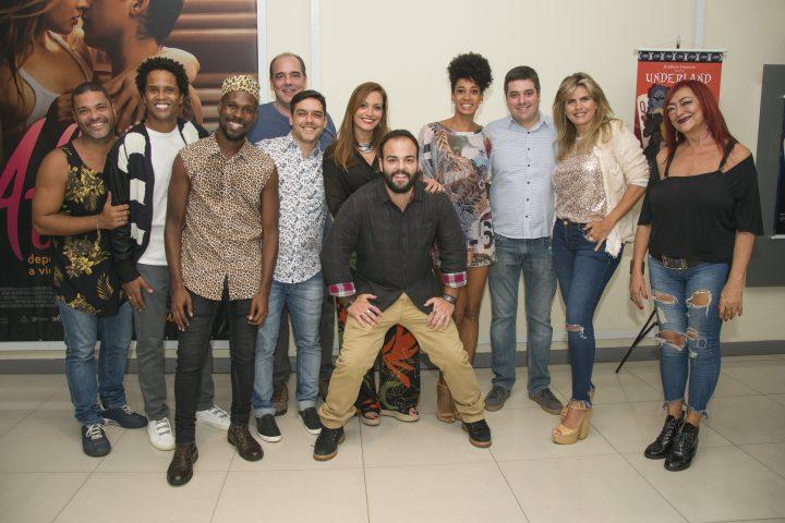 Os Sócios Ariane Rocha, Antonio Bento Ferraz e Cadu Mader com Elenco de Underland. Foto divulgação.