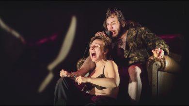 Foto de Patrícia Selonk interpreta o príncipe da Dinamarca no espetáculo Hamlet
