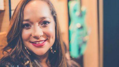 Foto de Biroska apresenta a cantora Liv Moraes agitando noite de forró, na Casa dos Artistas