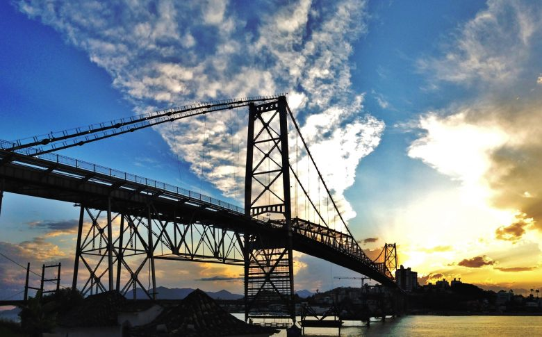 Se não tiver Vento Sul forte e nem chuva, provavelmente a ponte Hercilio Luz voltará a funcionar em Dezembro