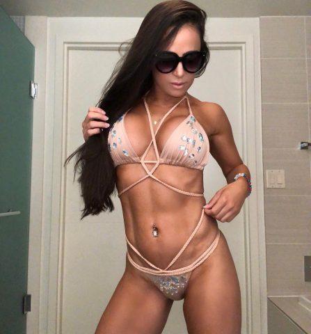 Phoebe Vecchioni reside em Orlando, desembarca no Brasil