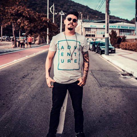 DJ Insert Coin é destaque na música eletrônica em Santa Catarina