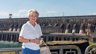 Foto de Princesa Benedikte, da Dinamarca, visita a usina de Itaipu