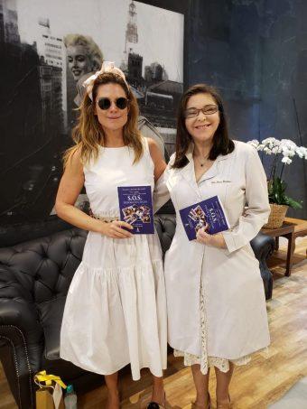 Mariana Kupfer e Dra Erica Monteiro em lançamento do livro