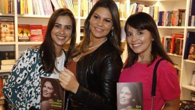 Foto de Priscila Pimenta lança livro de superação e lota livraria em shopping em São Paulo