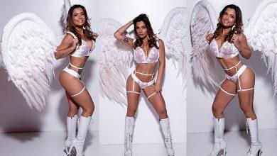 Foto de Dani Sperle ensaio sensual usando asas de anjo