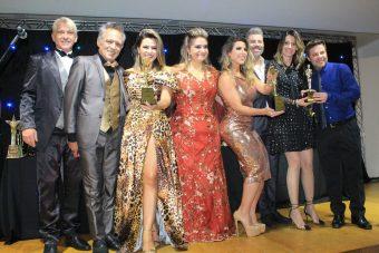 Em noite de gala e muito glamour, Ana Paula Minerato e Tânia Oliveira