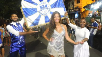 Foto de Australiana ocupará o posto de rainha da azul e branca no carnaval 2020