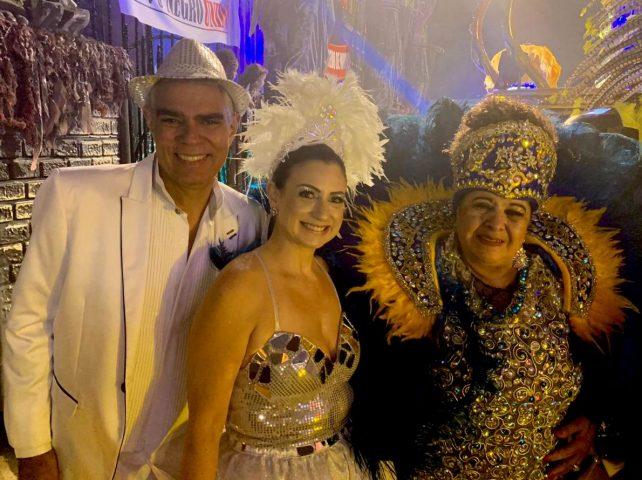 Filho de Chico Anysio, Nizo Neto brilha no Carnaval de SP.