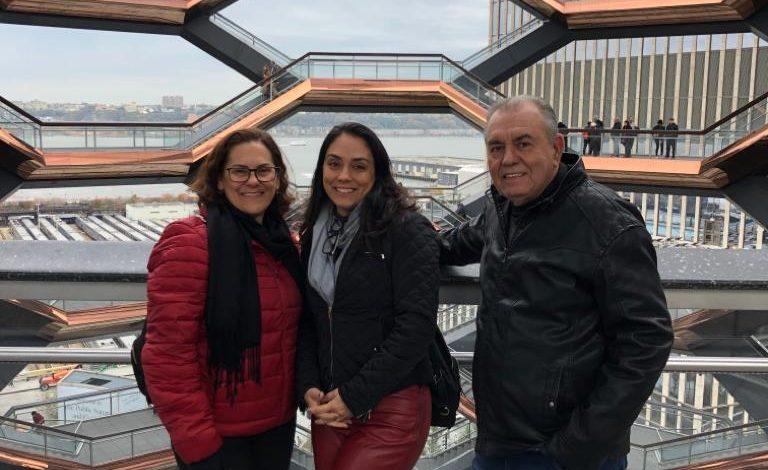 Foto de Flavia Bonato do canal Shoptime apresenta  NY para os pais