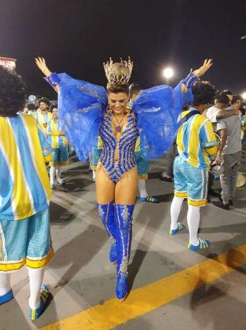 Tânia Oliveira com o Troféu do Vice Campeonato