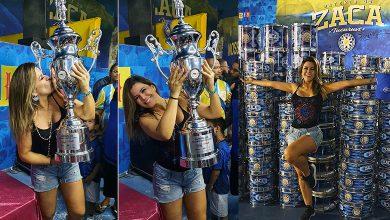Foto de Tânia Oliveira com o Troféu do Vice Campeonato