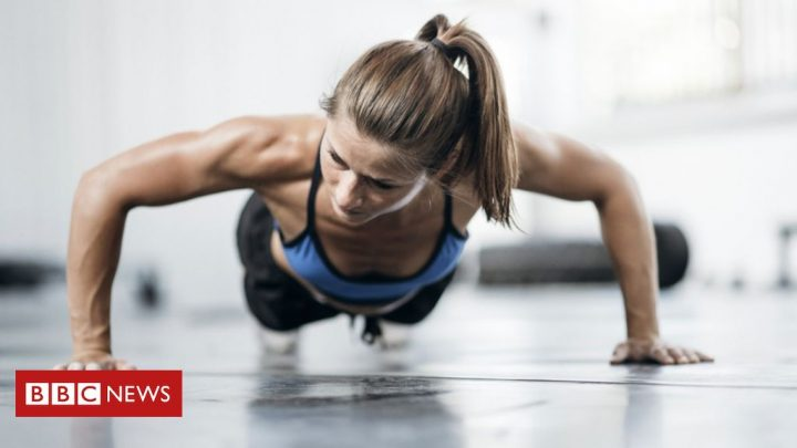 Fisioterapeutas indicam exercícios para entrar em forma sem sair de casa