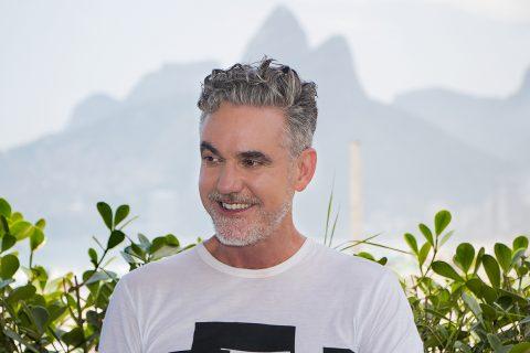Pianista de Dionne Warwick produz no Brasil novo disco