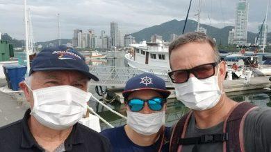 Foto de A Família Schurmann atracou na Marina Itajaí no veleiro Kat