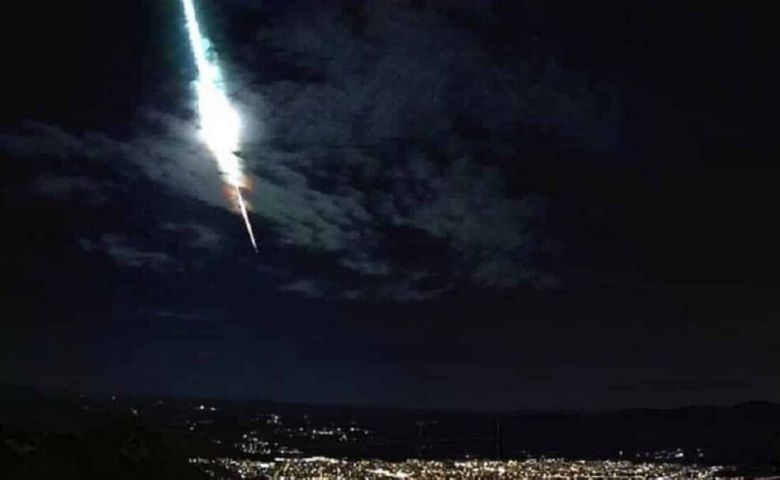 Meteoro brilhante rasga o céu do Sertão do Pernambuco