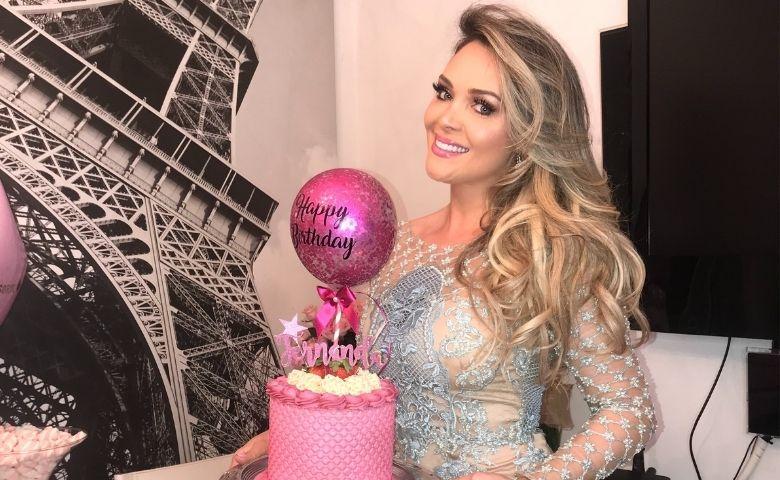 Fernanda Schonardie comemora aniversário em casa